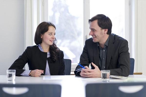 Tham khảo ý kiến đánh giá ứng viên của tập thể để đưa ra quyết định tuyển dụng chính xác hơn